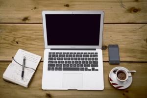Computer auf einem Schreibtisch