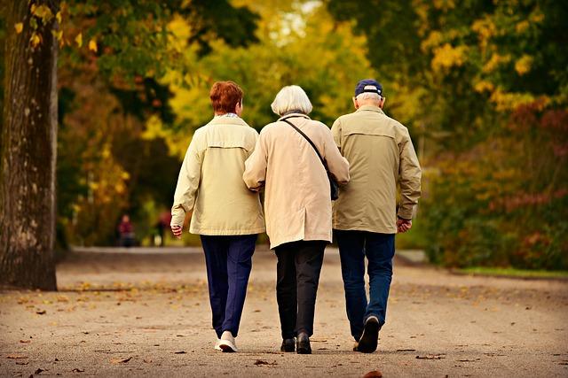 Rentner bem Spaziergang